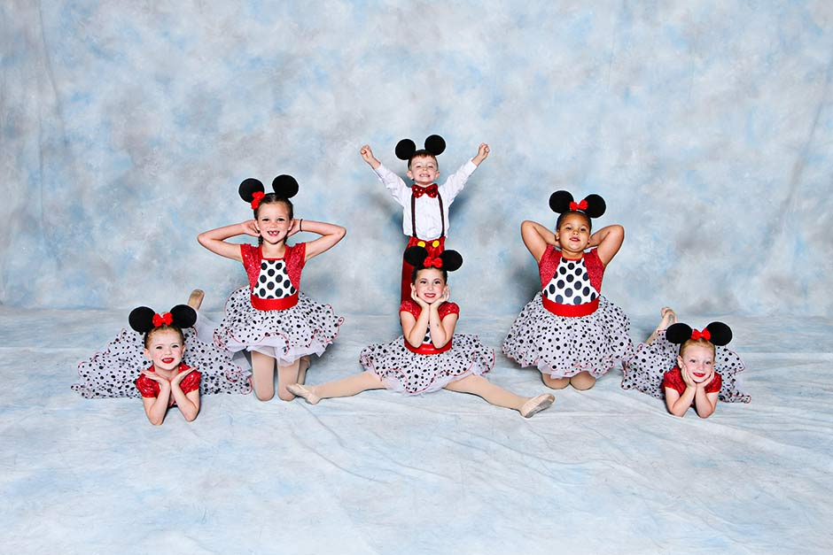 """Hey Mickey"" was performed by Briggs, Alexa, Denyssa, Aubrie, Sydney and Serenity How cute are these little kids"